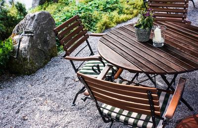 Gartenmöbel ölen | Haushalts  und Gartenlexikon